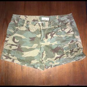 Old navy camo shorts 14
